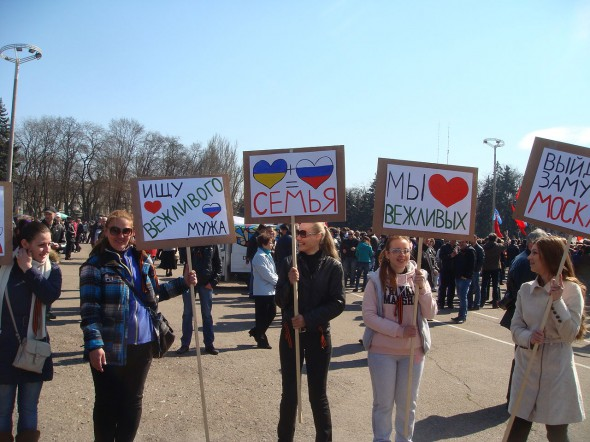 Pro-Russian protesters. Image: Wikipedia Commons.